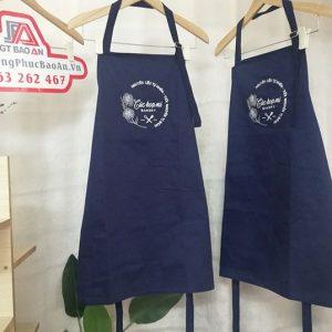 Mẫu tạp dề màu xanh đen cửa hàng bánh Cúc Họa Mi 01