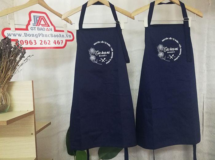 Mẫu tạp dề màu xanh đen cửa hàng bánh Cúc Họa Mi 03