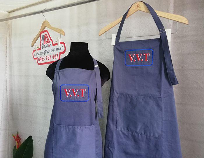 May tạp dề đồng phục quán in thêu logo V.V.T 02