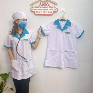 Áo blouse điều dưỡng tay ngắn phối viền xanh cho nữ 01