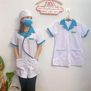 Áo blouse điều dưỡng tay ngắn phối viền xanh cho nữ 02