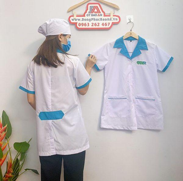 Áo blouse điều dưỡng tay ngắn phối viền xanh cho nữ 04