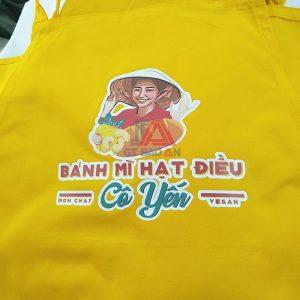 Tạp dề dài màu vàng phục vụ quán có in logo 02