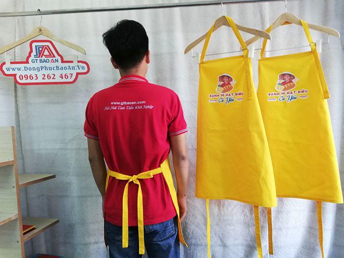 Tạp dề dài màu vàng phục vụ quán có in logo 04