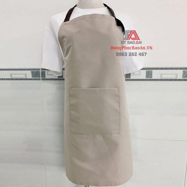 Cửa hàng bán tạp dề TPHCM – Mẫu tạp dề dài phục vụ Kaki Nhật trợt nước đính khuy màu kem