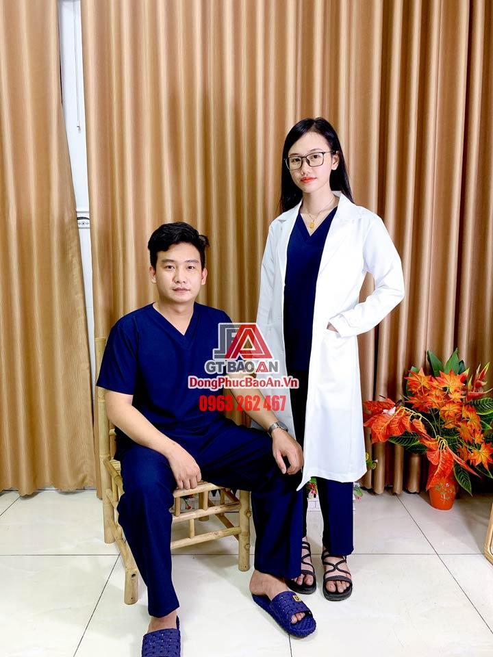 [May Sẵn] Bộ Scrubs nam nữ màu xanh đen - Bộ quần áo Blouse cổ tim kỹ thuật viên cho bác sĩ, hộ lý, thẩm mỹ viện chính hãng cao cấp