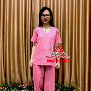[May Sẵn] Bộ Scrubs bác sĩ cổ tim cao cấp màu Hồng - Bộ quần áo Blouse y tá - hộ lý, đồng phục điều dưỡng phòng khám bệnh viện, thẩm mỹ viện