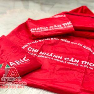 Xưởng may áo mưa quảng cáo theo yêu cầu TPHCM – Mẫu áo mưa chữ T cài cạnh công ty ABIC