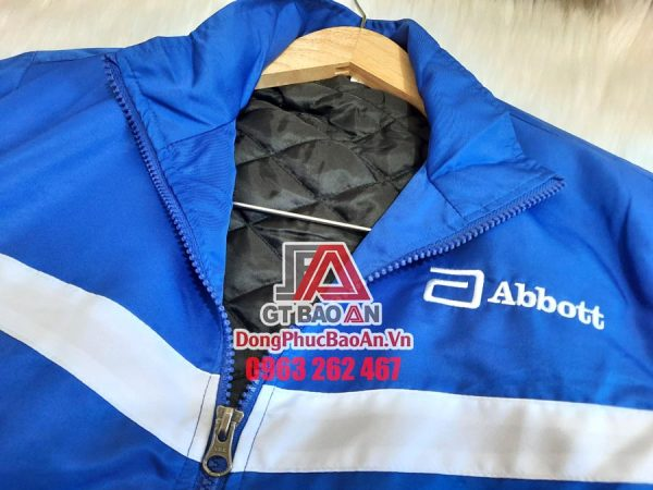In áo khoác gió đồng phục theo yêu cầu TPHCM – Các công nghệ in áo khoác trên chất liệu vải dù, vải ít thấm nước
