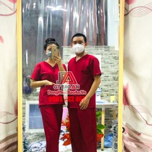 Bộ Scrubs Y khoa cổ tim nam nữ, Đồng phục y tá, kỹ thuật viên bệnh viện màu Đỏ Đô – Hàng cao cấp vải Cotton Hàn Quốc
