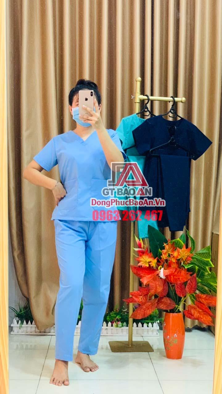 Quần áo bác sĩ phẫu thuật, Bộ Scrubs cổ tim cho y tá, nhân viên phòng mỗ màu Xanh Biển – Hàng phổ thông Cotton Việt Nam