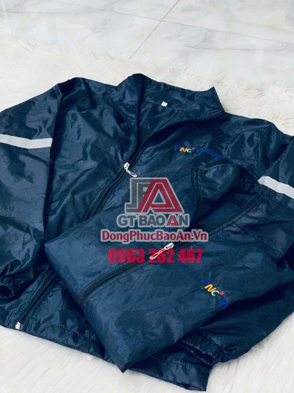 Đặt may áo khoác in logo công ty theo yêu cầu TPHCM - Mẫu áo khoác dù 2 lớp chống thấm PNC Telecom